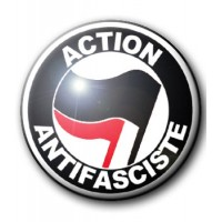 BADGE ACTION ANTIFASCISTE (NOIR & ROUGE)