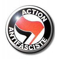BADGE ACTION ANTIFASCISTE (ROUGE & NOIR)